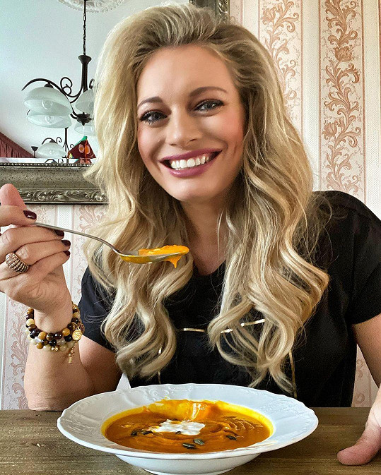 Se svými fanoušky se podělila o recept na dýňovou polévku.