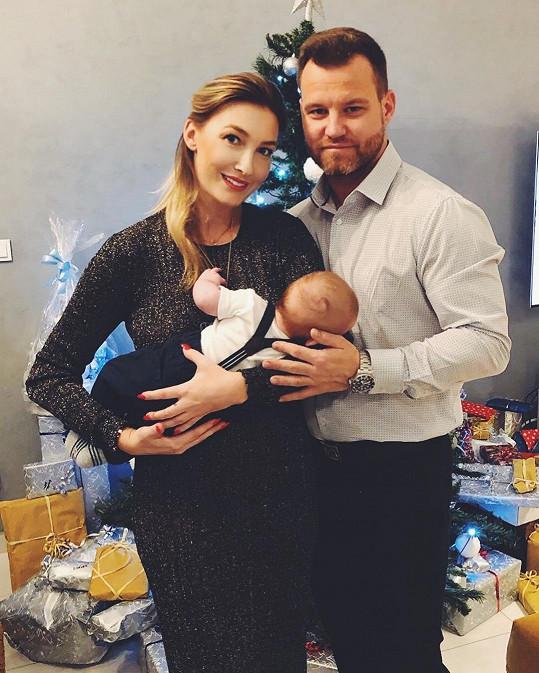Dominika Mesarošová si užívala krásné Vánoce s partnerem Tomášem a malým synem Eliánem.