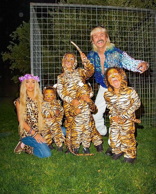 Kim Kardashian s dětmi a kamarádem Jonathanem jako rodina Tigera Kinga