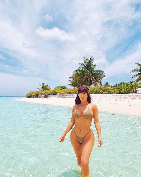 Podělila se o snímky z pláže.