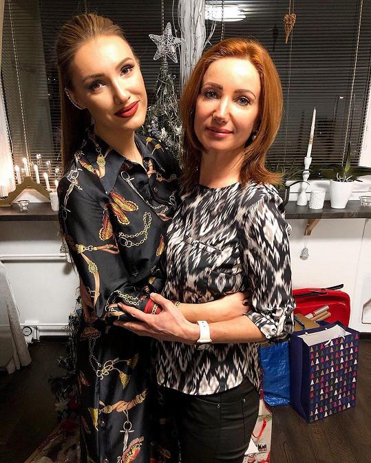 Modelka a ředitelka Miss Czech Republic Taťána Makarenko a její maminka vypadají jako sestry.