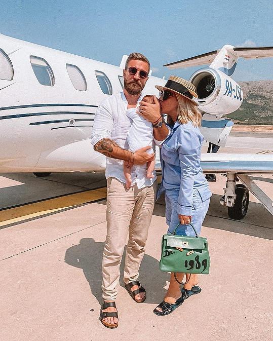 Do Dubrovníku rodinka cestovala soukromým letadlem.
