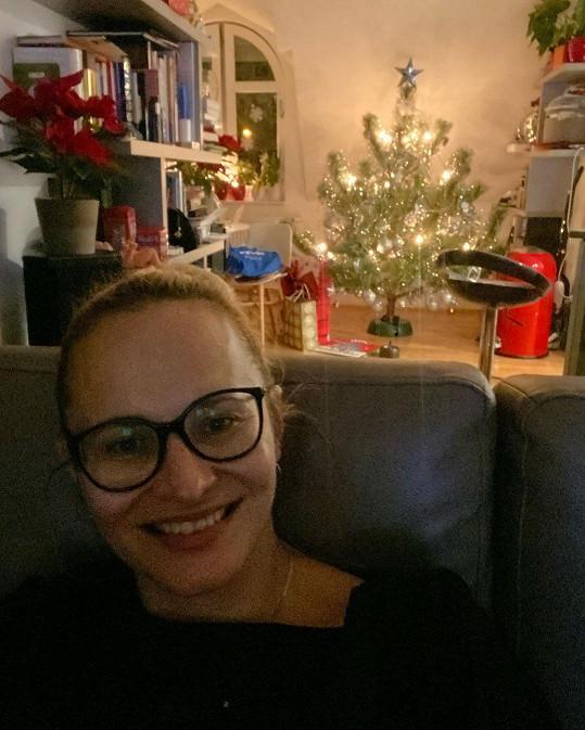 Zpěvačka se pak pustila do vánoček.