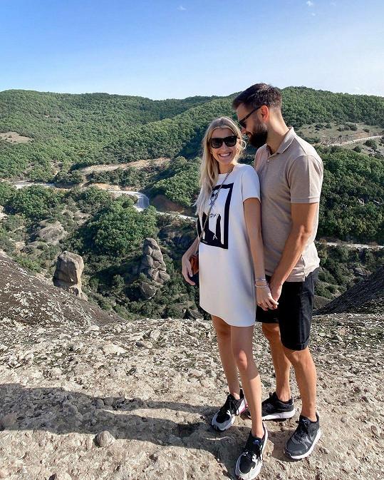 S partnerem Timem Sparvem v Řecku, kde Jitka kvůli současné koronavirové situaci uvízla.