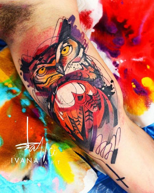 Ivana střídá několik tetovacích stylů i technik a ráda se pouští do výrazných barev.