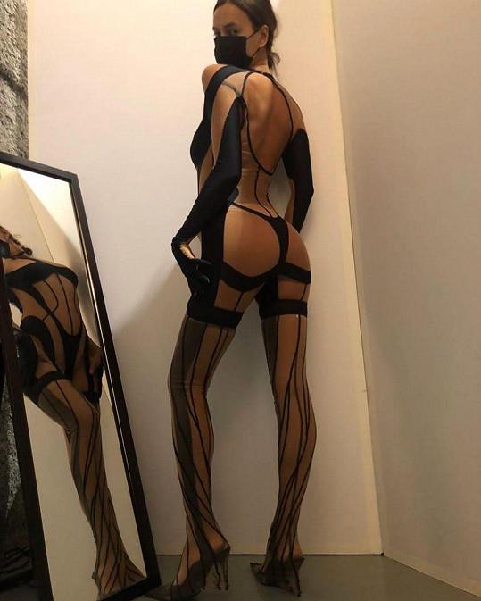Irina Shayk ukázala sexy model z přehlídky Muglera.