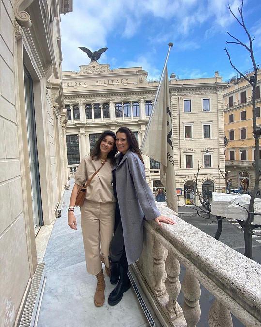 S kamarádkou Pavlou Vrbovou na nákupech v Římě
