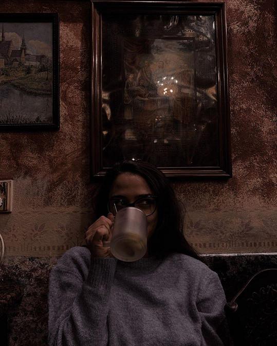 Její milý ale nezůstal pozadu a také přidal fotku, na které si Eva vychutnává svůj čaj.