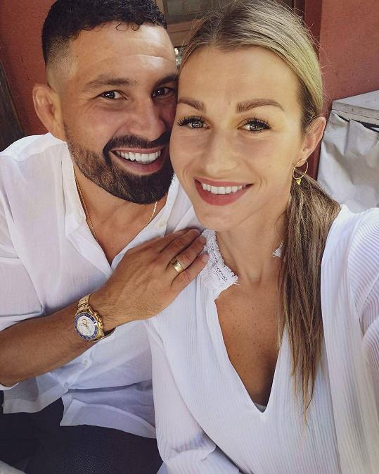 Zápasník s krásnou manželkou