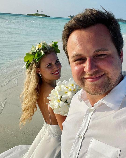 Lucie Čižmárová se provdala za dlouholetého partnera Michala.