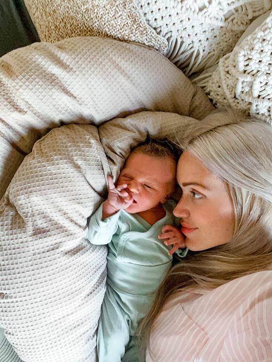 Modelka a její manžel si pomalu zvykají na život s miminkem.