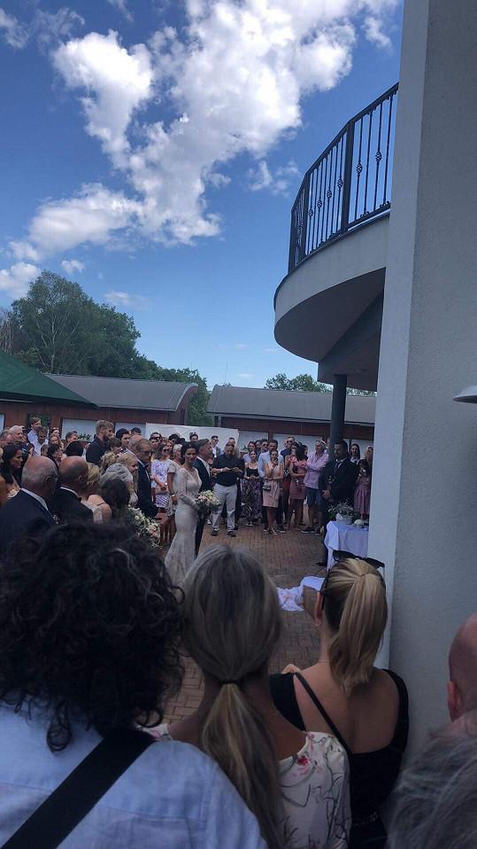 Obřadu se zúčastnila rodina a řada kamarádů a kolegů.