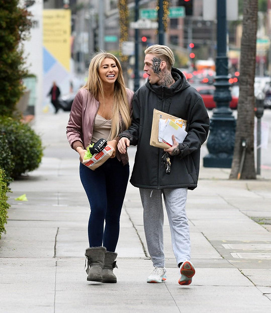 Aaron Carter a Melanie Martin oznámili těhotenství.
