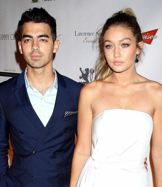 Gigi se před třemi týdny rozešla s Joem Jonasem.