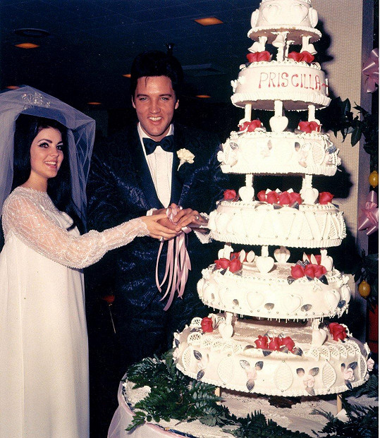 Priscilla se za Elvise provdala v roce 1967.