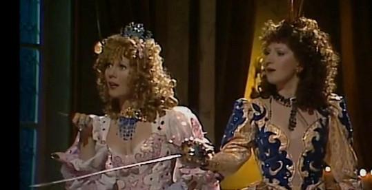 Takhle vypadaly Jarmila a Jaroslava v rolích rozmarných princezen před lety.