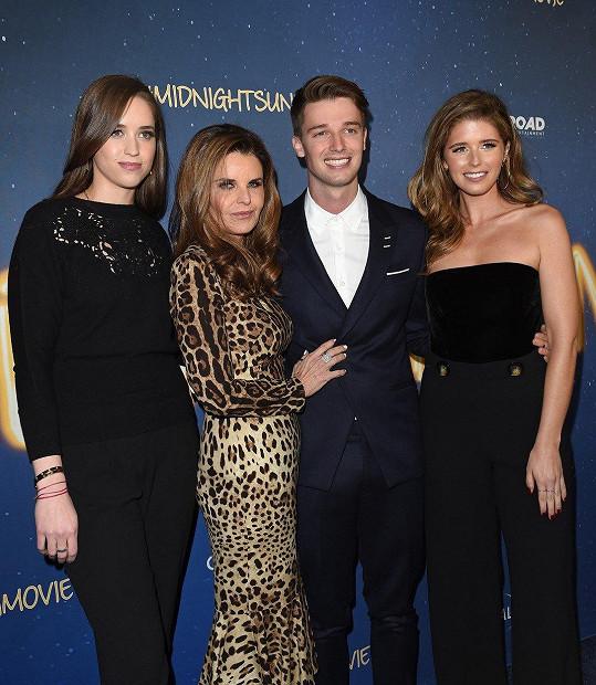 Katherine Schwarzenegger (vpravo) se sestrou Christinou, matkou Mariou Shriver a bratrem Patrickem Schwarzeneggerem