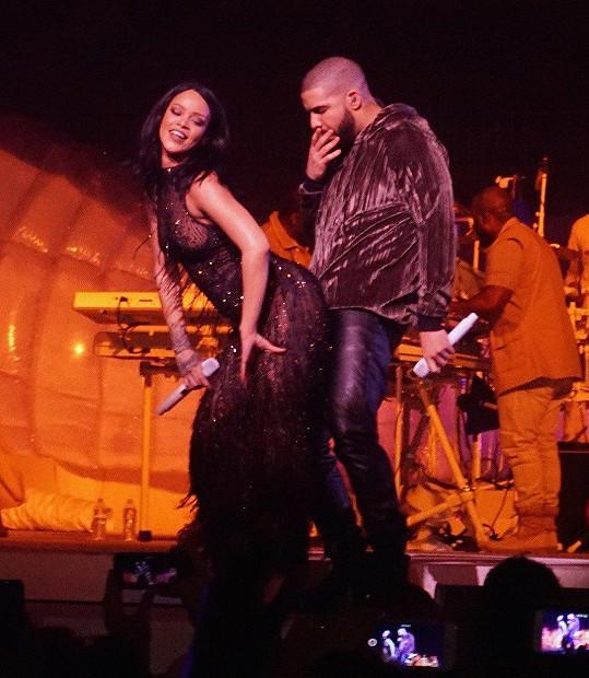 Drake jeden čas chodil se zpěvačkou Rihannou.