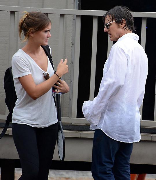 Dvojice spolupracuje během natáčení a nejspíš i mimo něj...