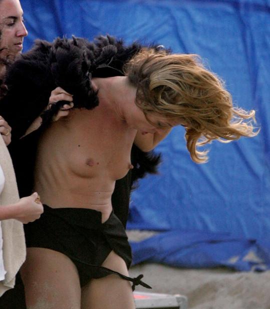 Kate Moss není žádná stydlivka.