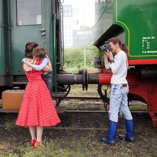 Míša Kuklová se synem Románkem při focení