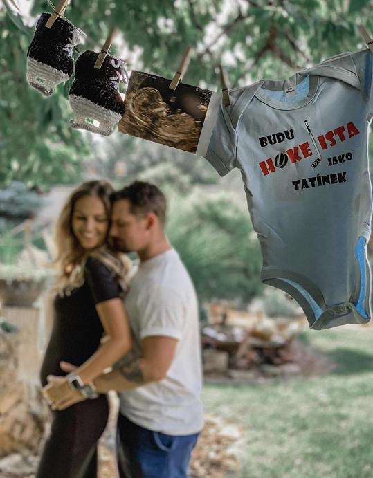 Lucie Kovandová a Petr Holík potvrdili, že budou rodiči.