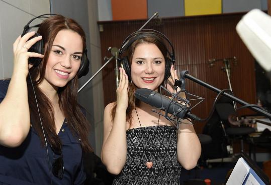 Karolina Gudasová a Ivana Korolová během nahrávání hudby k muzikálu