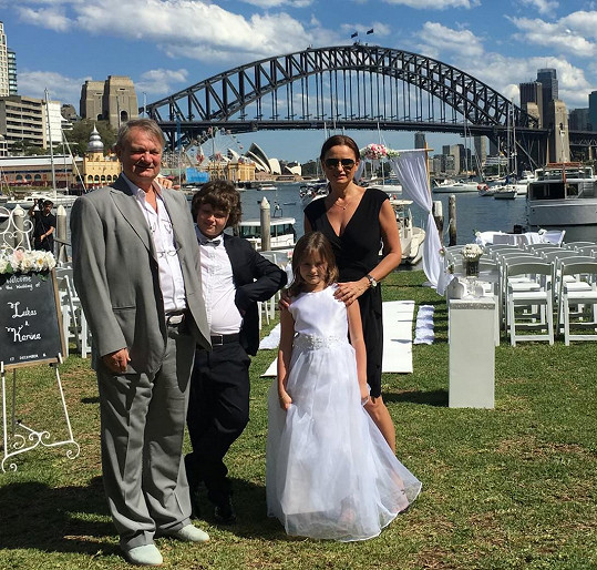 Rodina během dovolené v Austrálii na svatbě Janina bratrance