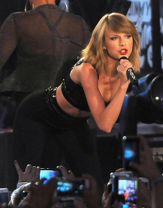 Taylor Swift se předvedla v sexy outfitu.