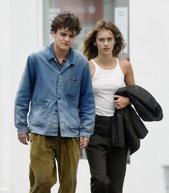 Jack se svou přítelkyní Camille na procházce v Londýně.