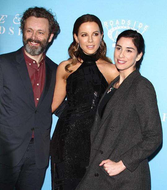 Se svým bývalým i jeho současnou partnerkou Sarah Silverman vychází herečka skvěle.