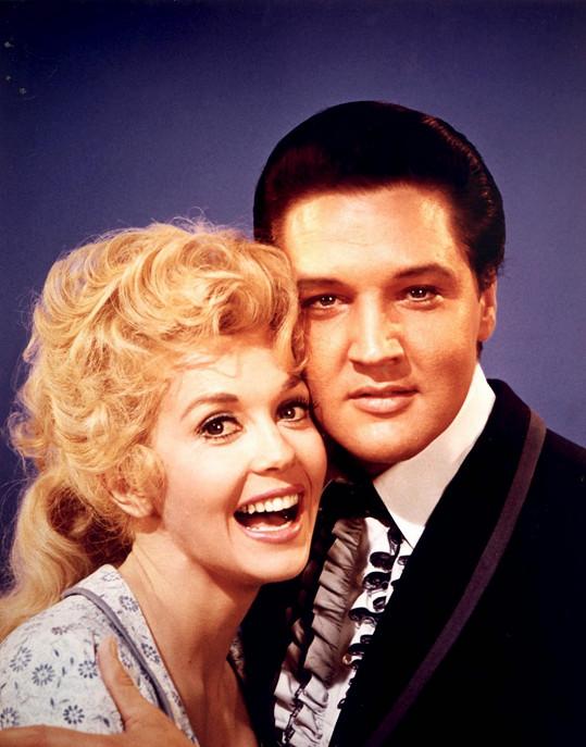 S Elvisem Presleym si Donna Douglas zahrála ve filmu Frankie a Johnny.