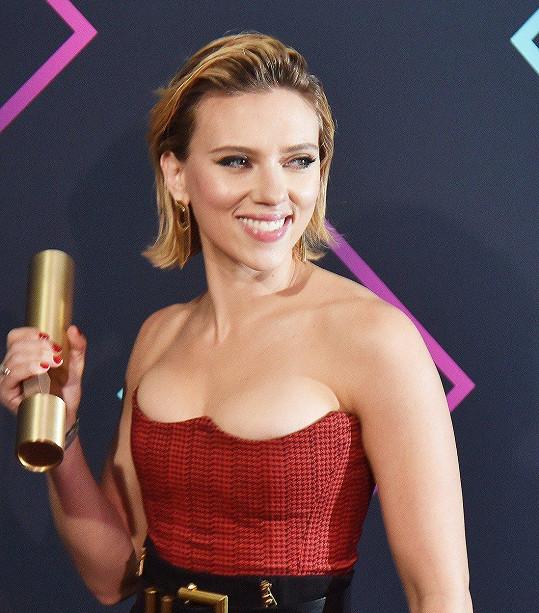 Scarlett si odnesla cenu za nejlepší herečku roku.