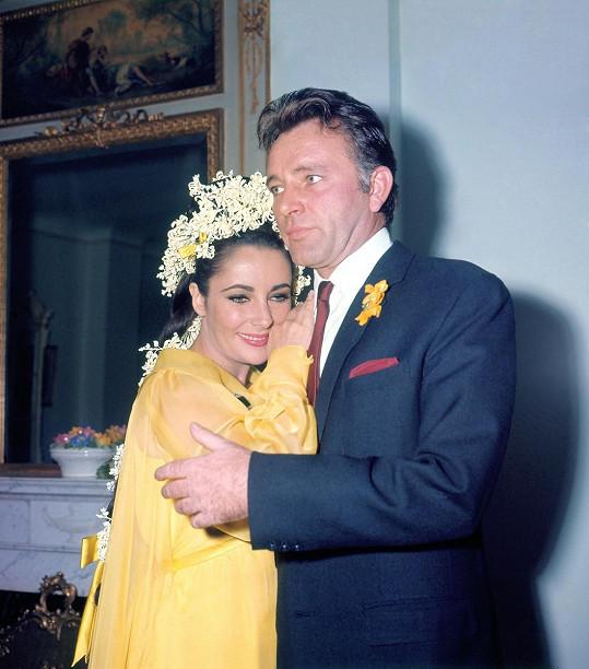 Elizabeth Taylor a Richard Burton si byli souzeni. Poprvé se brali v březnu 1964. Po deseti letech následoval rozvod a další svatba.