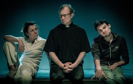 V představení High - Lety peklem si zahrají Eva Jeníčková, Martin Pechlát a Alexandr Borodin.