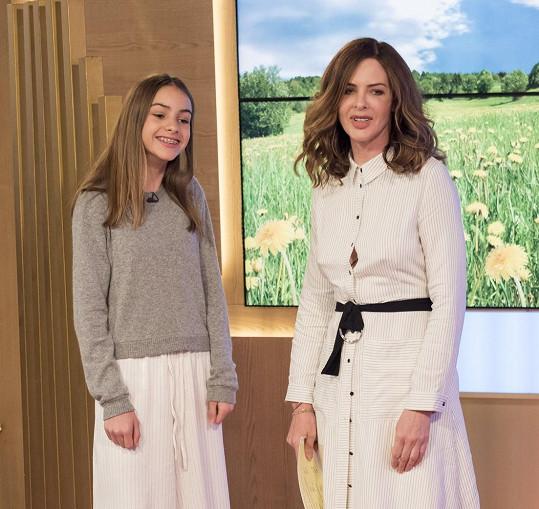 Trinny Woodall s Lylou demonstrovaly 'jak se oblékat jako dcera a vypadat stejně dobře'.