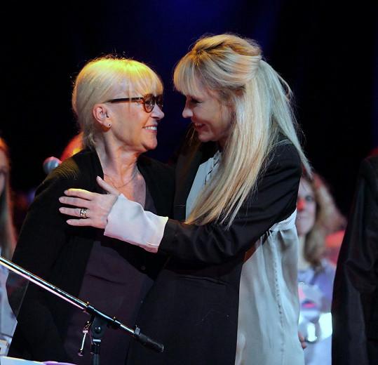Mezi nimi Kateřiny Macháčková a Herčíková, které se potkaly s radostí.