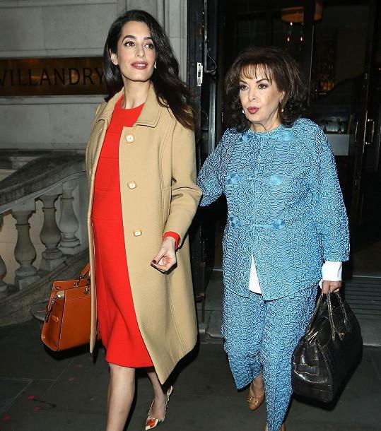 Clooney zašla ve středu na večeři s maminkou Bariou Alamuddin.