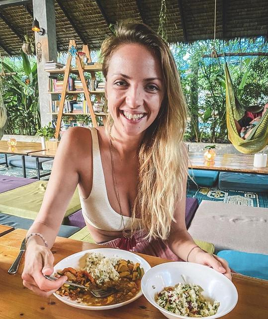 Dovolenou v Thajsku si o měsíc prodloužila Lucie Vonchitzki, dříve Špaková.