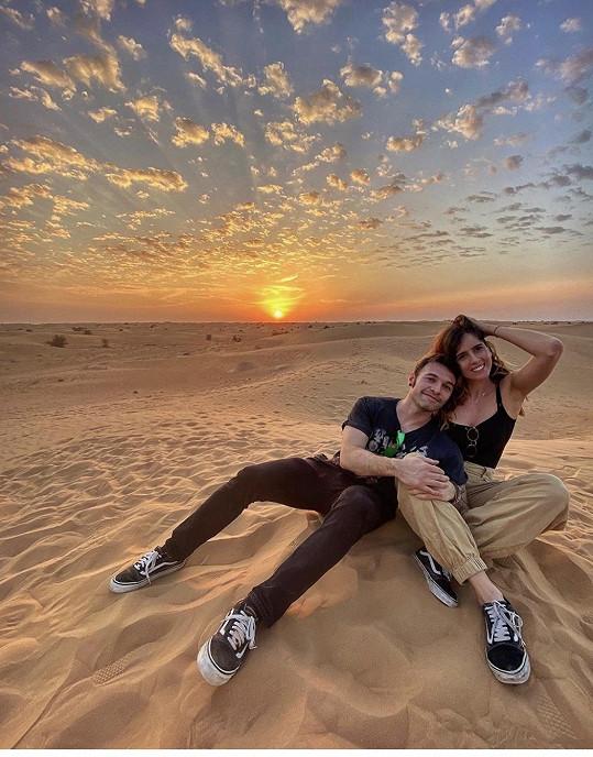 V Dubaji si užívá s přítelem Riccardem Niccoletim.