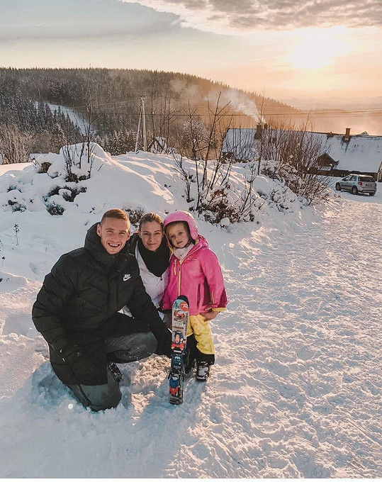 Tereza Kadeřábková s manželem Pavlem a jejich dcerou Emou