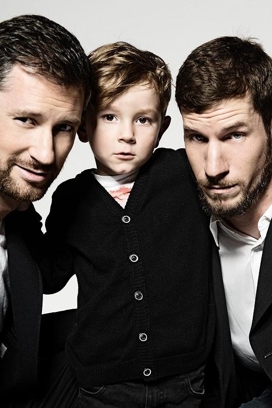 Petr Vágner se nedávno nafotil s bratrem Viktorem s synem Samuelem do charitativního kalendáře Primy.