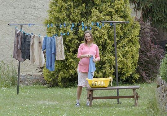Barbora Poláková hraje ve filmu těhotná...