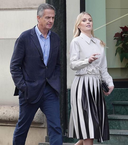 Vzala si o 32 let staršího miliardáře Michaela Lewise.