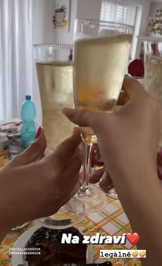 A Natálka si mohla poprvé legálně přiťuknout šampaňským.