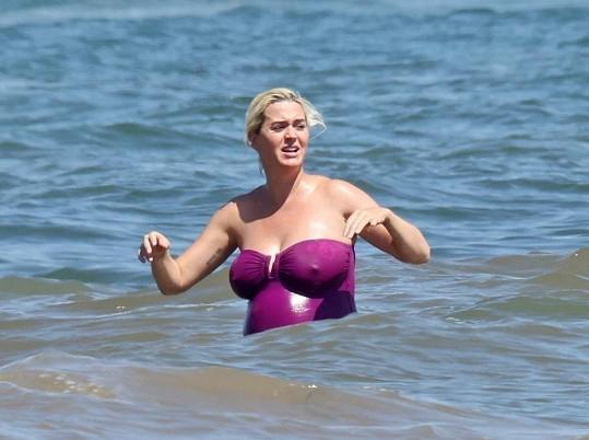 Katy se o dost zvětšila i prsa.