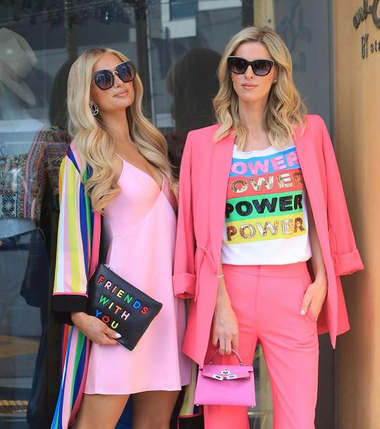 Paris Hilton (vlevo) se sestrou Nicky