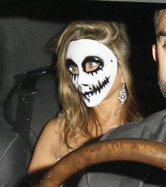 Jennifer Aniston kostým neřešila, měla pouze masku.