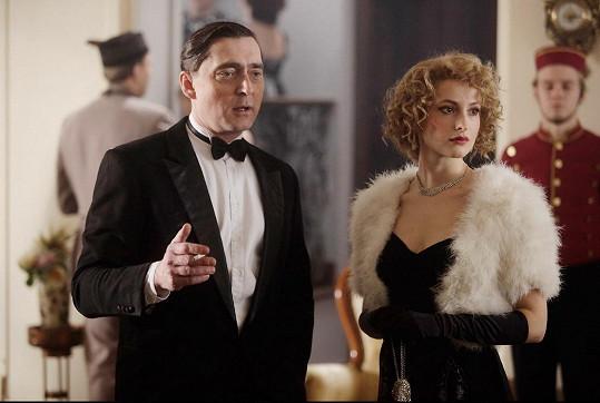 V druhé sérii hrála Irenu Valentovou Anna Fialová. Na snímku s Jiřím Vyorálkem.