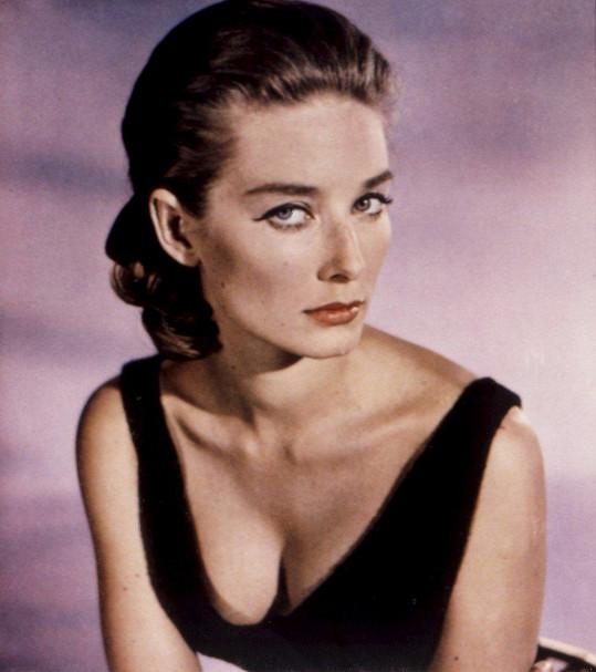 Mallet byla v 60. letech úspěšnou modelkou. Goldfinger byl její jediný film.